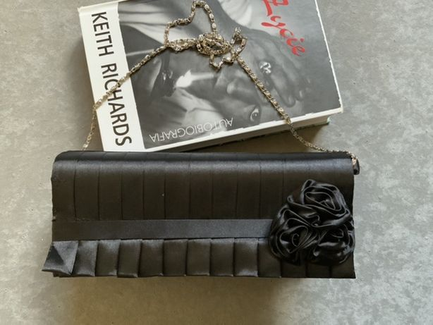 Czarna torebka kopertowka