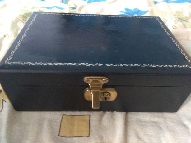 Stara szkatułka na biżuterię