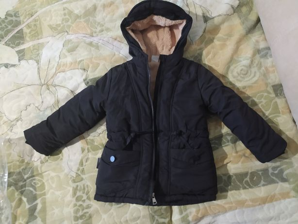 Продам зимнюю куртку, на холодную осень.