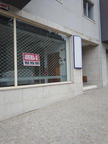 Loja com 80m2 para arrendar - boa localização, em Paredes