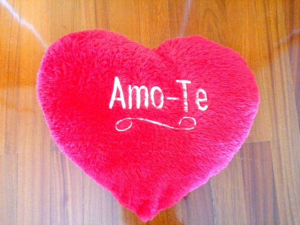 Almofada em forma de coração com 60cm