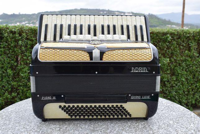 Acordeao Adria Piano III Grand Lux 3 Voz, N. 70