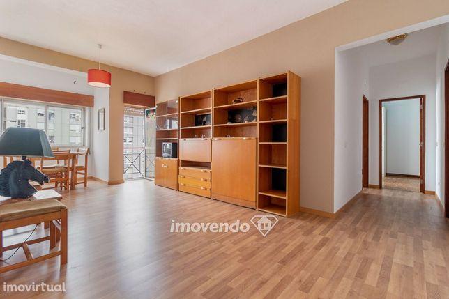 Apartamento T2, com cozinha equipada, em Marvila