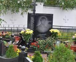 Уборка участка, могилки на кладбище