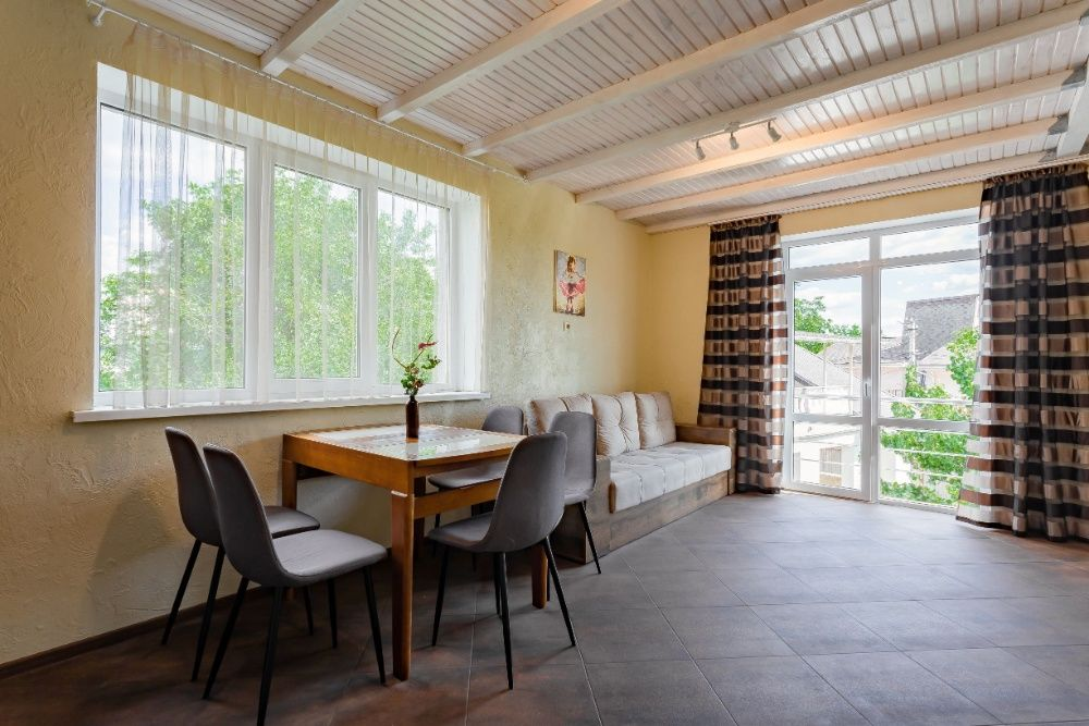 Апартаменты двухуровневые в новом клубном доме с мангалом и лужайкой-1