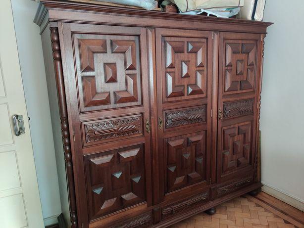 Mobília de quarto completa em madeira maciça