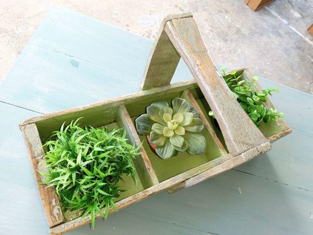 Mobiliário de jardim, vaso rustico em madeira.