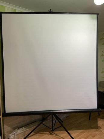 Переносной экран для проектора на треноге