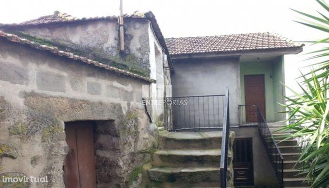 Venda Moradia V2 para restauro, Vila Boa do Bispo, Marco de Canaveses