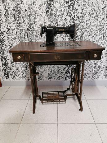 Máquina costura Oliva antiga