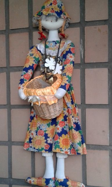 настенная авторская кукла ручной работы с корзинкой для мелочей декор