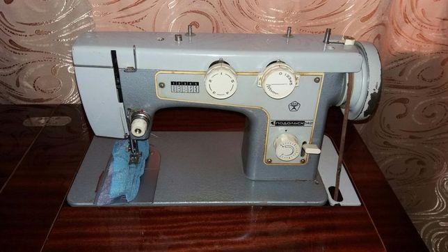 """Швейная машинка """"Подольск-142"""""""