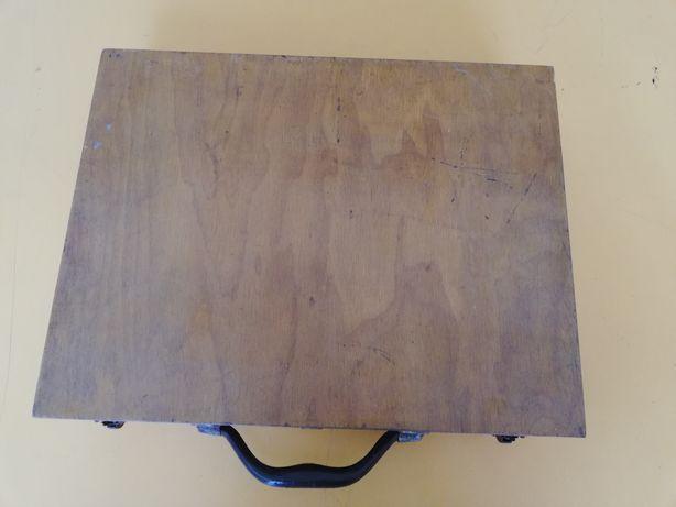 Mala de pintura em madeira
