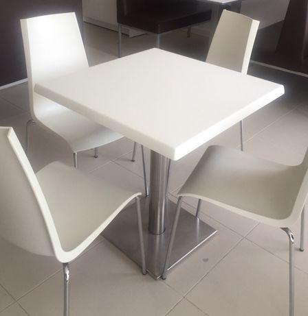 2 mesas e 8 cadeiras como NOVAS