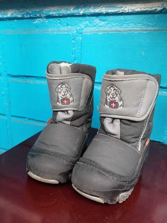 Продам зимние дутики ботинки мальчик