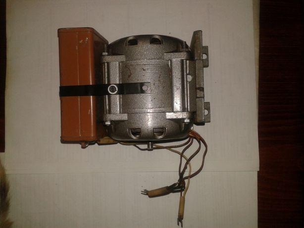 34Электродвигатель тип КД-30-У4