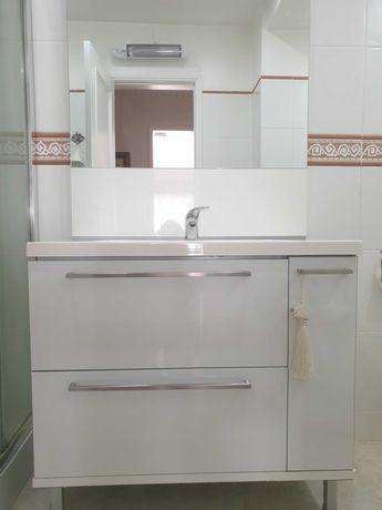 Móvel WC - Móvel com lavatório e espelho, em excelente estado