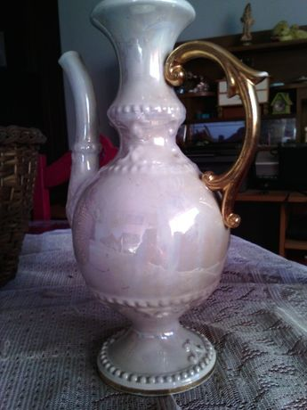 Jarro antigo em porcelana nacional