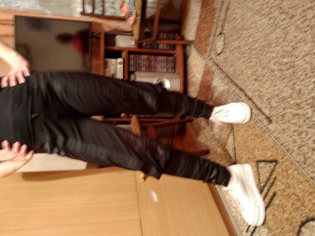 Продам брюки штаны джинсы черные размер 46-48