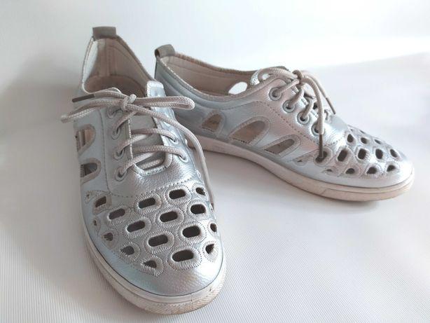 Легкие кроссовки с перфорацией, стелька 24 см