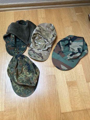 Zestaw czapek wojskowych militarnych