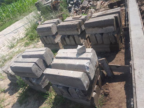 Krawężniki betonowe duże