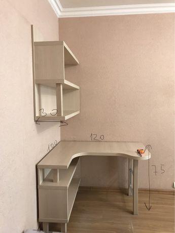 Стол и полка для книг украинской фирмы snite
