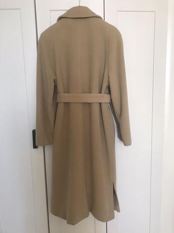 Продам итальянское кашемировое пальто молочного цвета, очень мягкое