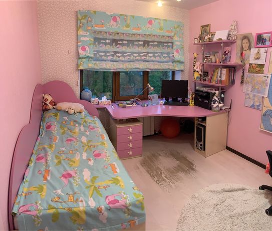 Мебель в детскую комнату ( Шкаф-купе, кровать, стол угловой, матрас)!!