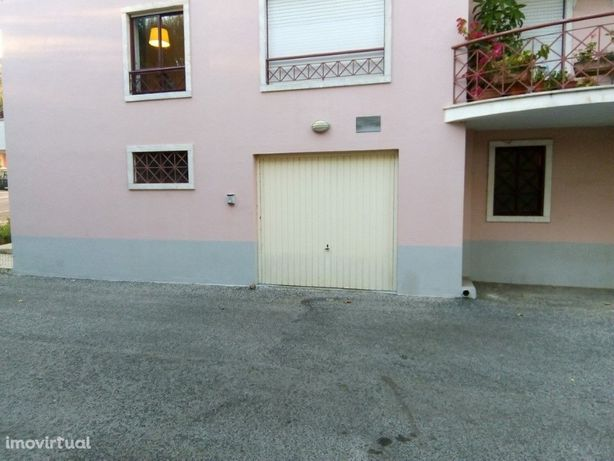 Garagem para Venda em Lourel, Sintra