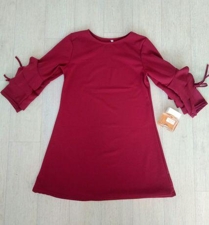 Модное бордовое платье с воланами