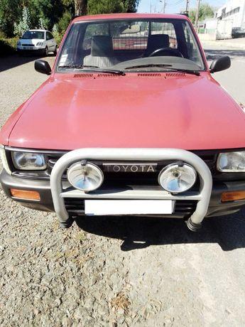 Toyota Hilux  -1990