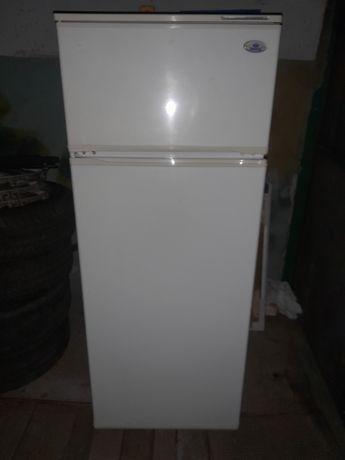 Продам холодильник Атлан в отличном состоянии