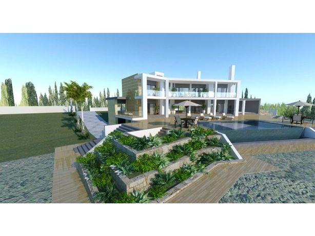 Terreno com Projeto Aprovado para Moradia T5 em Vialonga