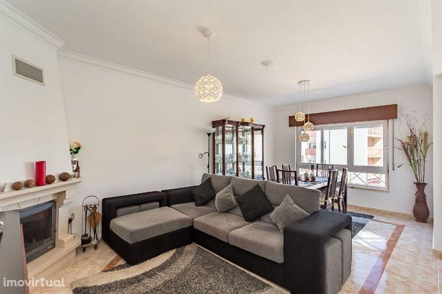 Vende-se Apartamento T2 com Parqueamento e Garagem Bom - Mem Martins