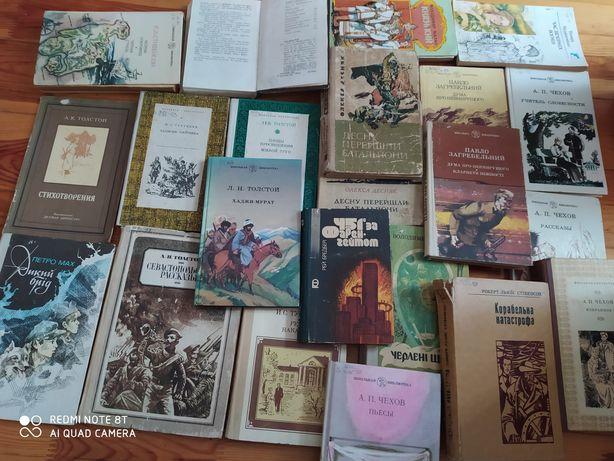 Книги классика(Беляев,Толстой,Чехов,Бредбэри)фантастика, распродажа