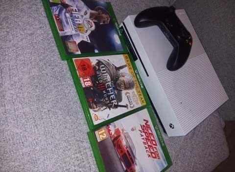 Konsolona Xbox One S 500GB z grami.