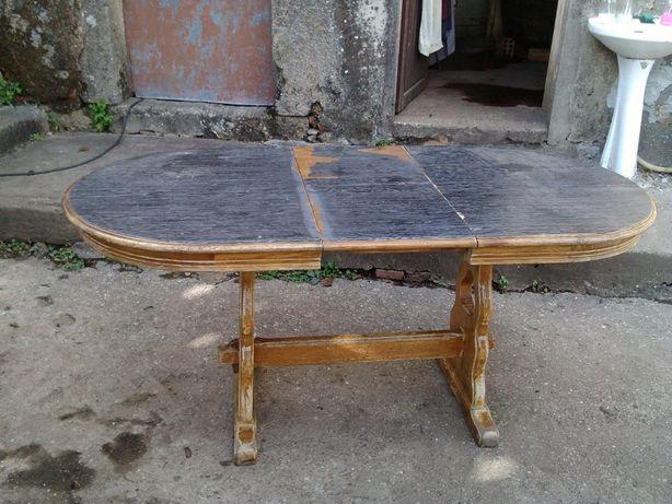 vendo esta mesa tem de ser restaurada, veja as foto