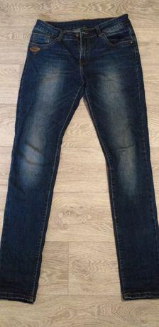 Продам женские джинсы.