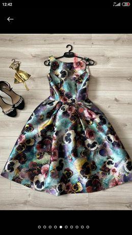 Бесподобное, очень красивое платье в незабудки chi chi london р. Л