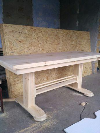 Массивный деревянный стол