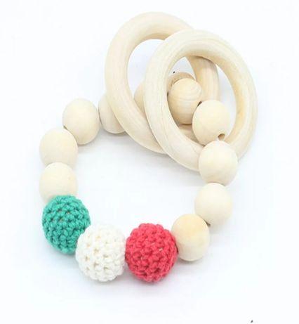 Drewniane gryzaki, korale + haft, różne kolory