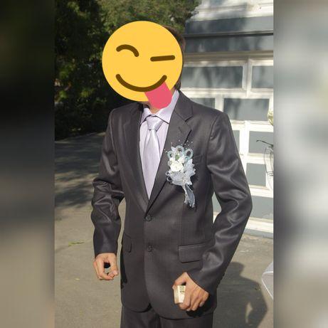 Мужской брючный костюм