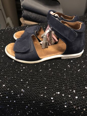 Sandałki skórzane dziewczęce