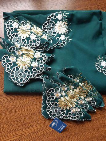Скатерть с вышивкой и 12 салфеток с вышивкой