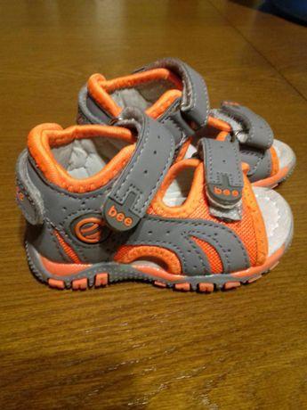 Sandałki pierwsze butki roz 20 NOWE
