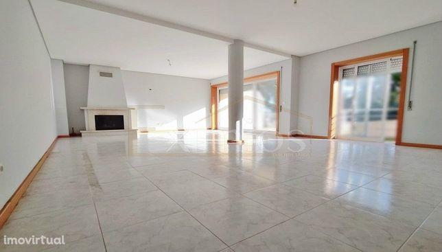 Apartamento T3+1 em Rio Mau para venda