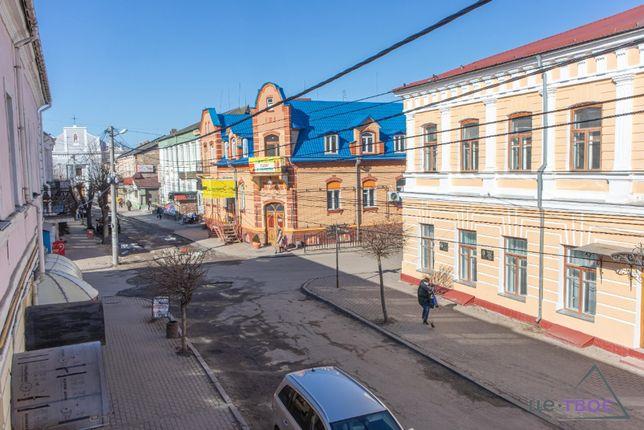Продам чотирьохкімнатну квартиру, м.Дубно, центр.