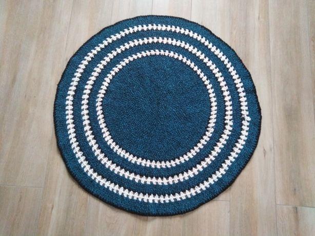 dywanik wykonany na szydełku
