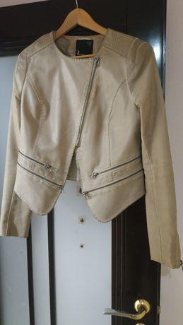 Кожаная куртка косуха бежевая 400р